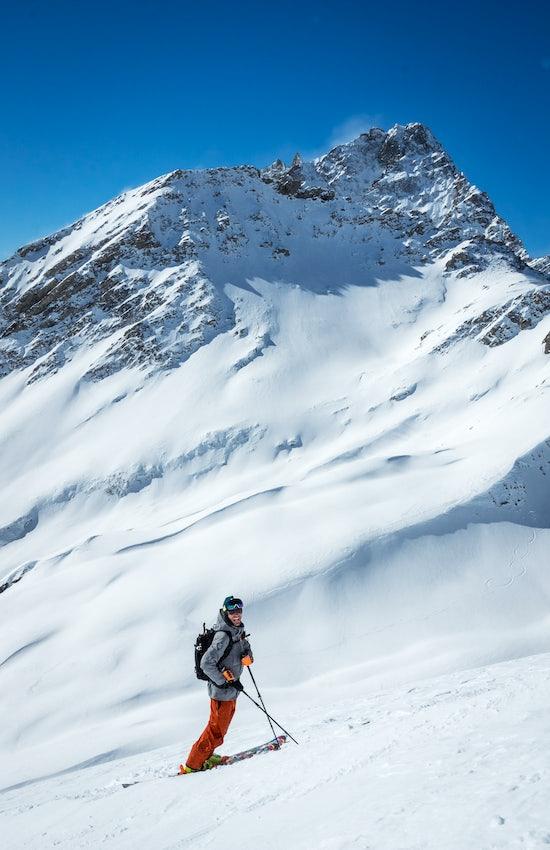 Ski off pist guide